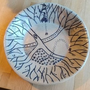 Sarah just fired my plate. Can you see the little people going for a walk ?