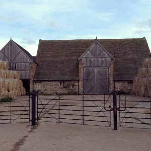 I go past this barn all the time. And it's never used. Would love to convert it. In my dreams. Does someone want to buy it for me ?